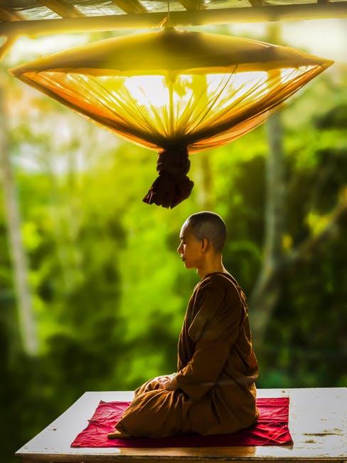 8 Ways Meditation Makes you Happy & Healthy